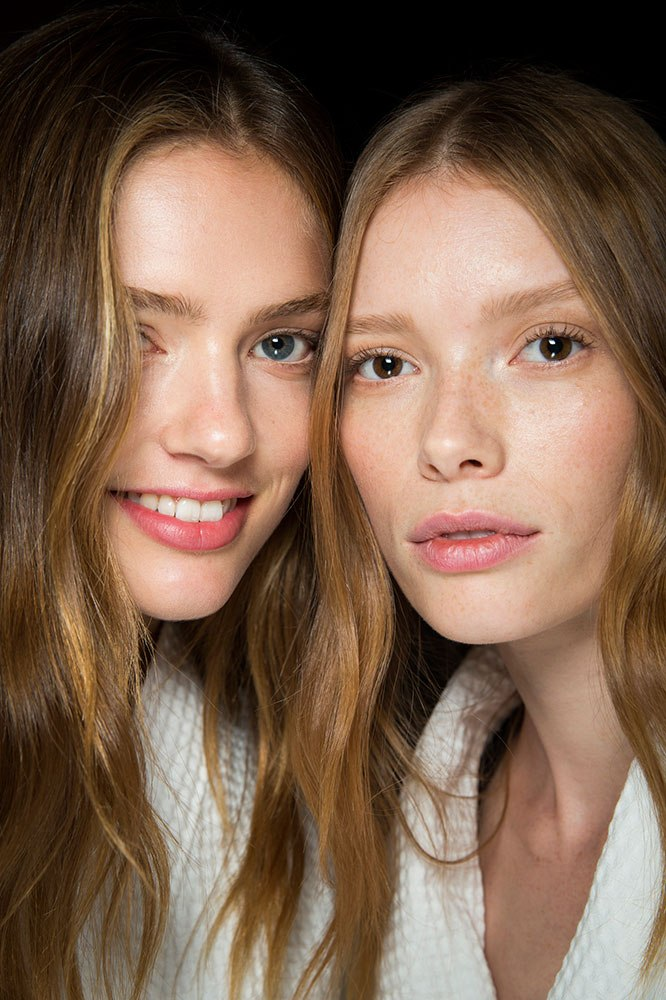 The foods that can cause oily skin and what to eat instead