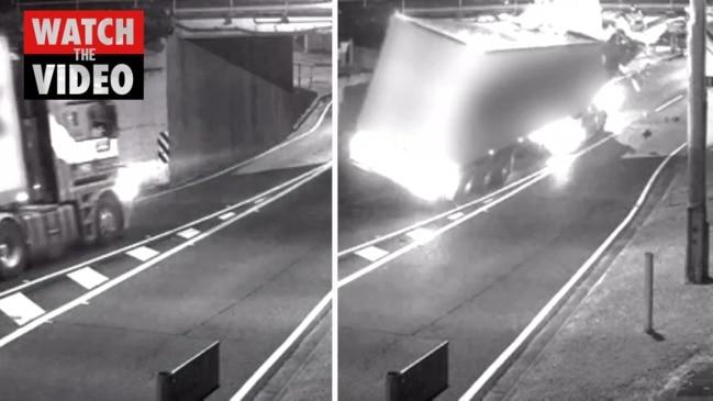 Moment truck slams into Brisbane rail bridge (9 News)