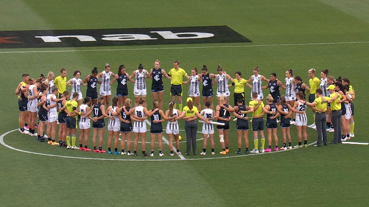 The Blues and Magpies united in a moving tribute to Jacinda Barclay.