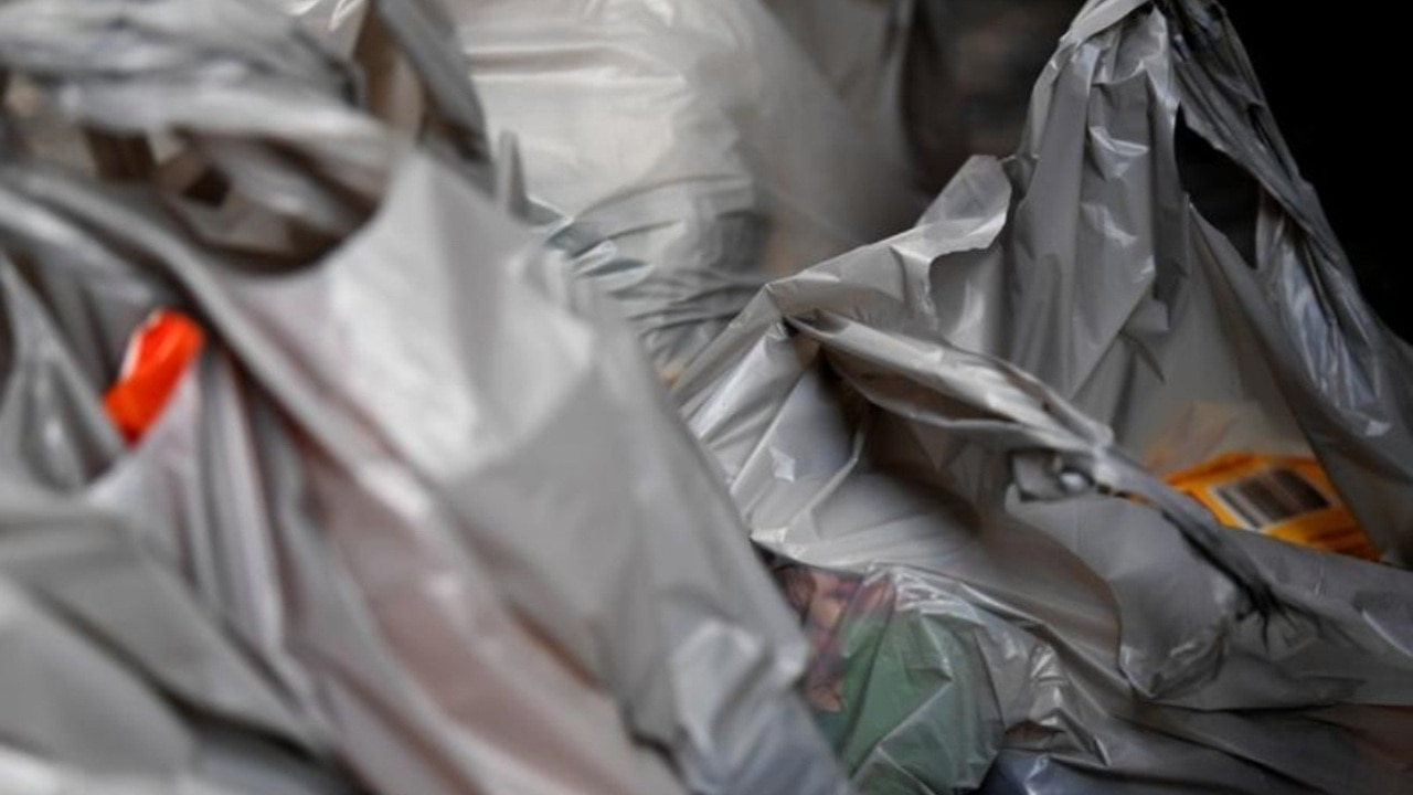 Queensland and WA to crackdown on plastic bag use