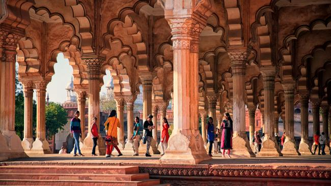 Explore the old harem and royal residence, gardens and stunning Mughal and red stone architecture.