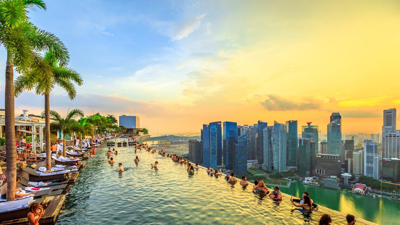 Infinity Pool at sunset of Skypark that tops the Marina Bay Sands Hotel.