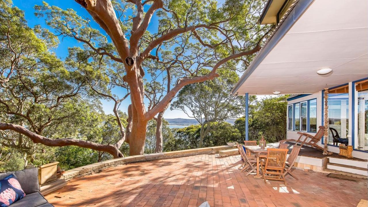 The property overlooks the spectacular Bouddi National Park.