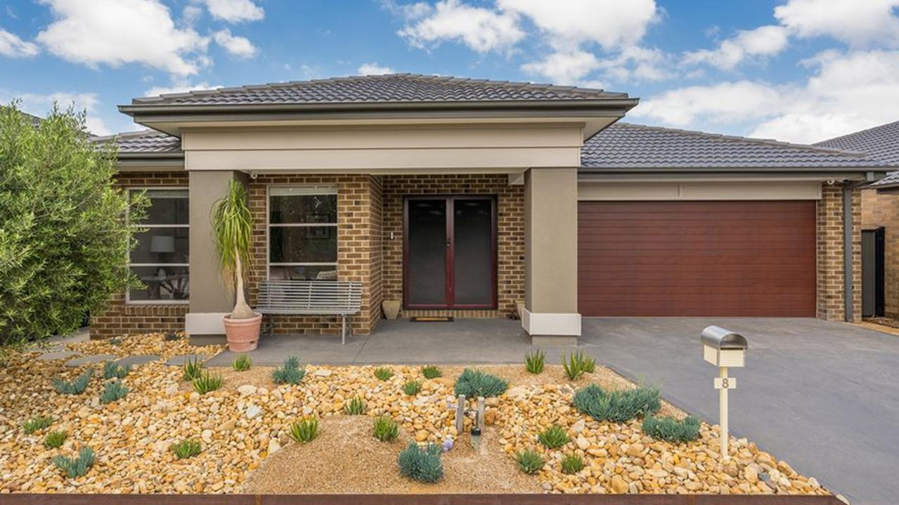 8 Lion Chase, Craigieburn sold for $611,000 — $61,000 above reserve — at a January auction this year.