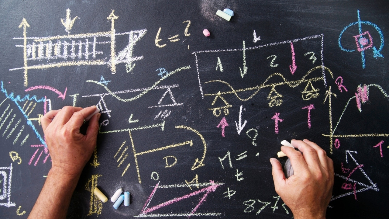 Government pushes for specialist maths and science teachers in high schools