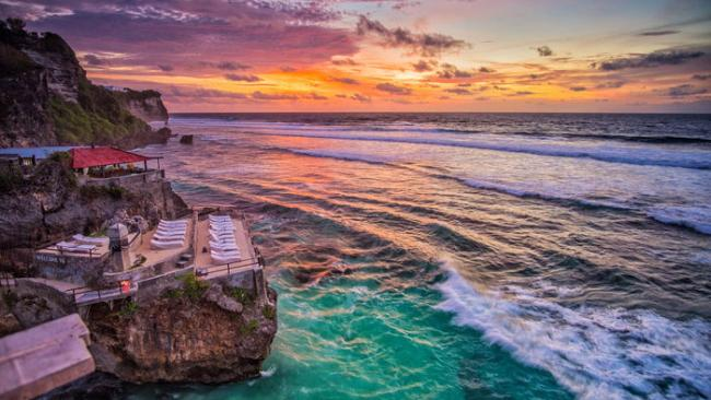 10/20Blue Point Beach, Ungasan, Bali 105 metres, 287 pictures per metre A secret passageway in the cliffs, one of Indo's best surf breaks and a bunch of affordable seafood eateries. Tick, tick and tick.