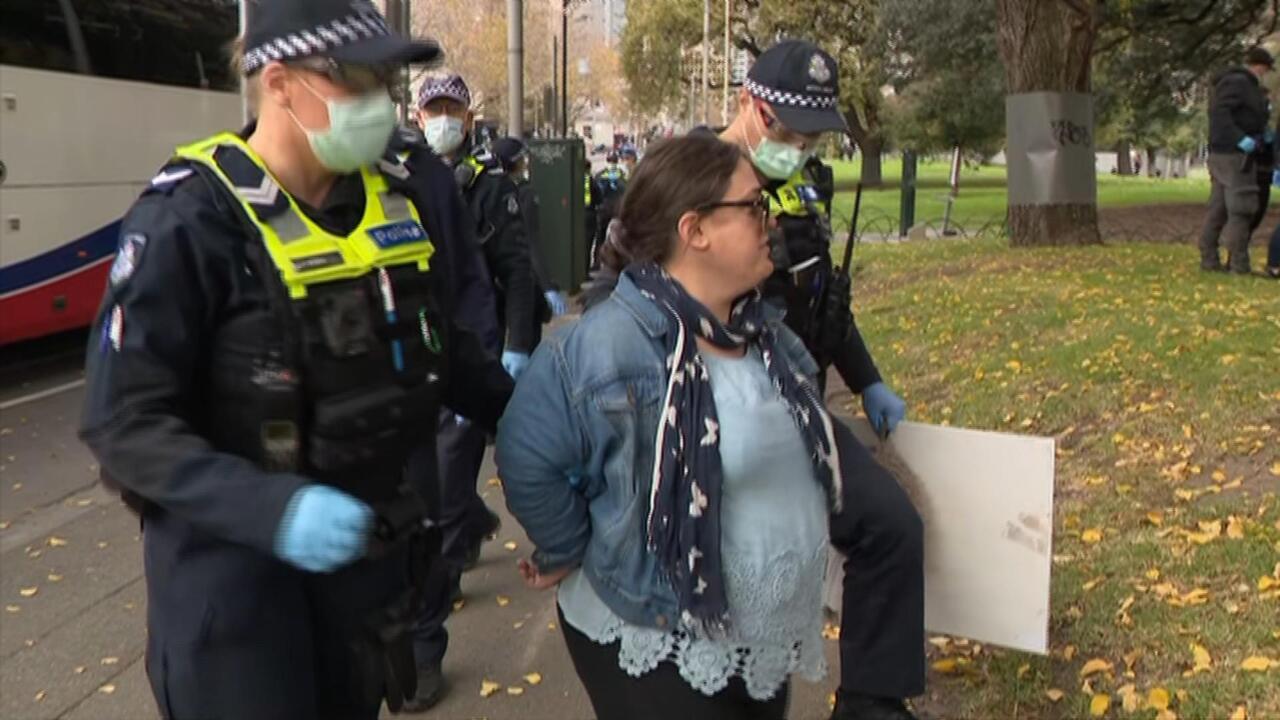 Police arrest anti-lockdown protesters in Melbourne