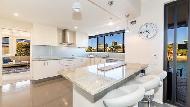 """<a href=""""https://www.realestate.com.au/property-house-qld-bundall-126791054"""" target=""""_blank"""">The property is recently renovated.</a>"""