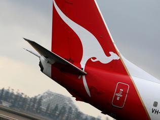 Qantas cuts card surcharges
