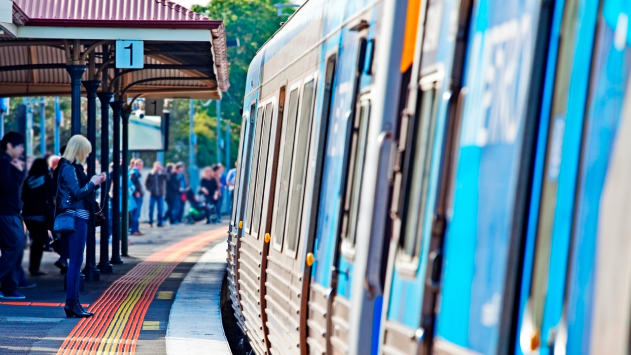 Victoria to crackdown on bad behaviour on public transport in lead up to NYE