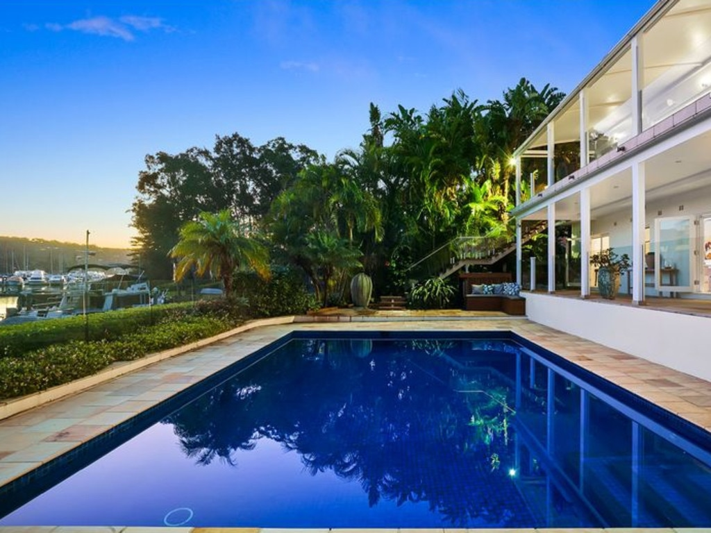 Melody Lane has a wide frontage to Pittwater.