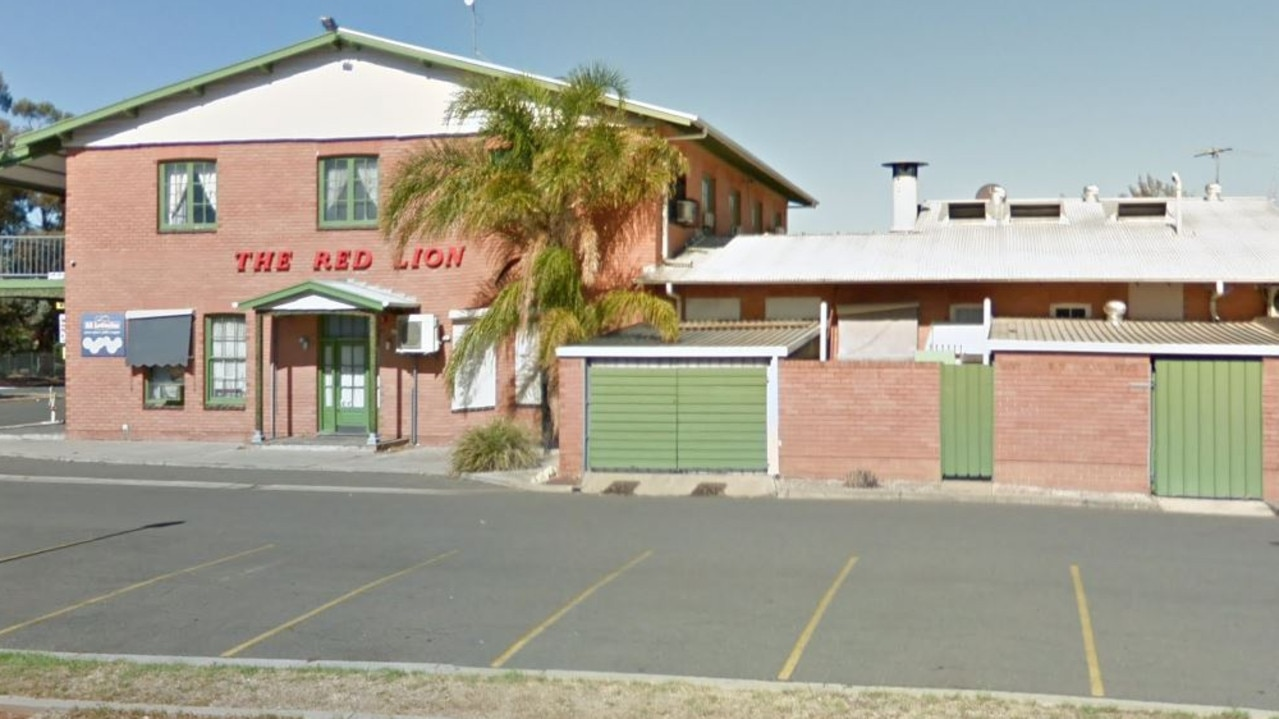 Red Lion Hotel in Elizabeth North, promised free beer if the temperature goes over 45C.