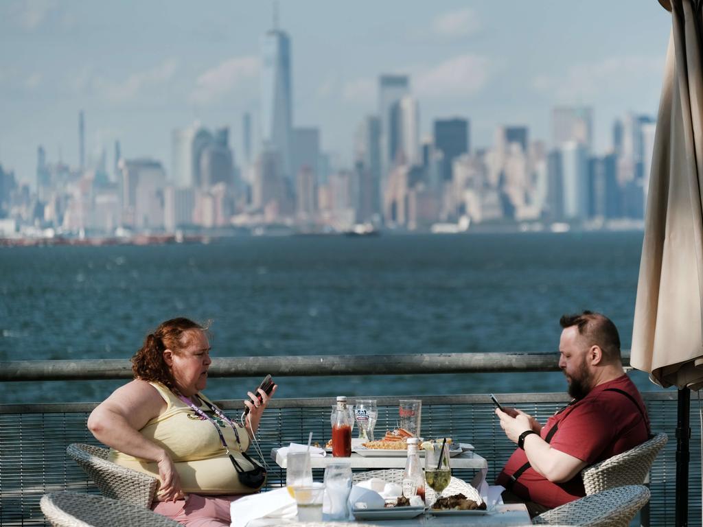 A couple eats overlooking the Manhattan skyline in Staten Island.