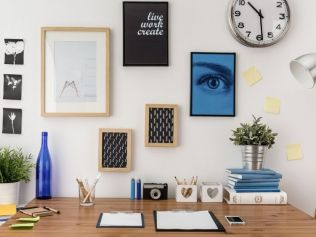 Clear your desk at the end of the day. Image: iStock