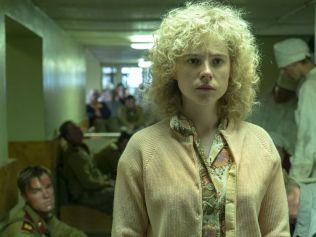 A scene from Chernobyl where Lyudmilla visits husband Vasily in hospital. Photo: HBO