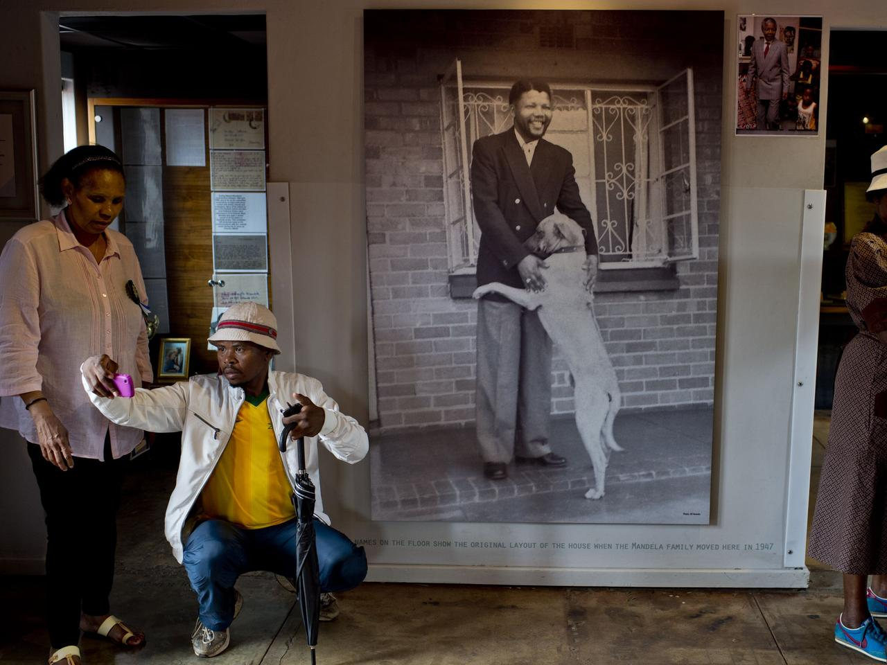 People visit the 'Mandela House' museum in Soweto township in Johannesburg on December 9, 2013. Mandela, the revered icon of the anti-apartheid struggle in South Africa and one of the towering political figures of the 20th century, died in Johannesburg on December 5 at age 95. Mandela, who was elected South Africa's first black president after spending nearly three decades in prison, had been receiving treatment for a lung infection at his Johannesburg home since September, after three months in hospital in a critical state.  AFP PHOTO / PEDRO UGARTE  Picture: Afp