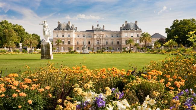 Luxembourg Palace - Paris, France Built by Marie de Medici, the wife of King Henri IV, the Palais du Luxembourg was a residence for various noble families.