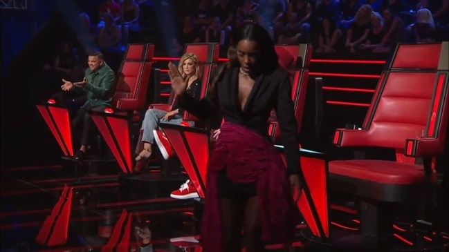 Kelly storms off the set of The Voice