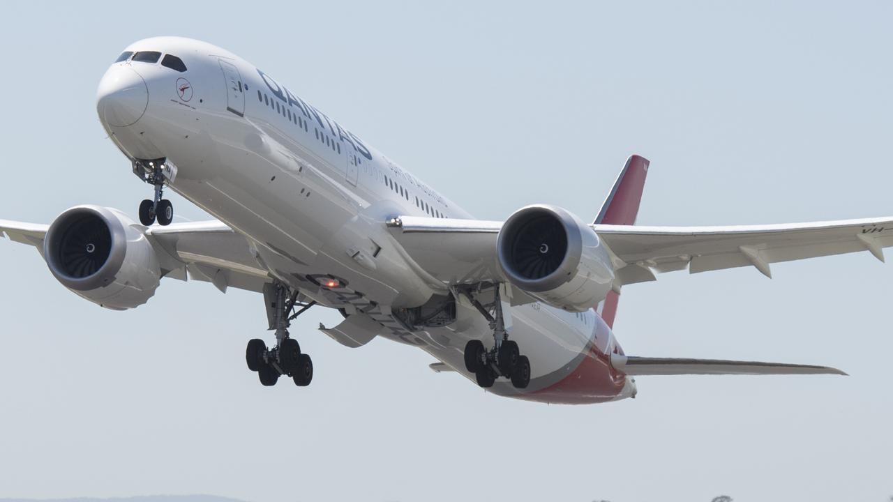 Qantas Boeing 787 Dreamliner departs Melbourne