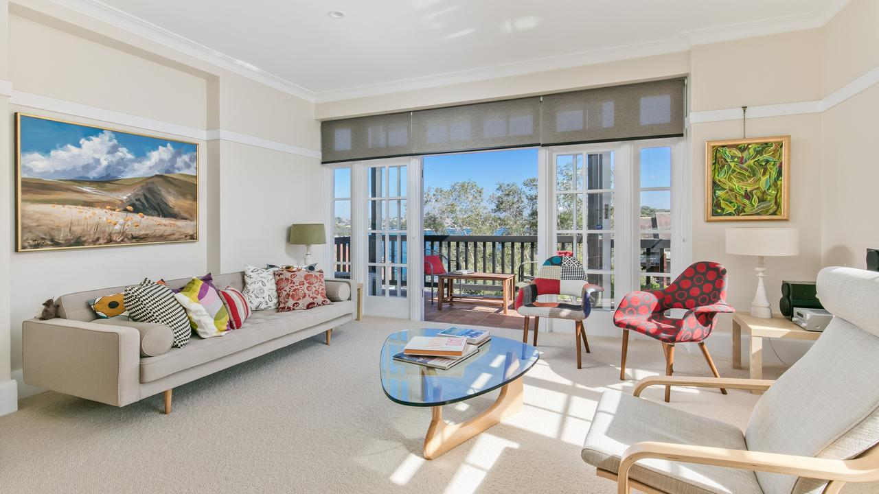 The unit at 2/43 Blues Point Rd, McMahons Point sold for $4.3 million.