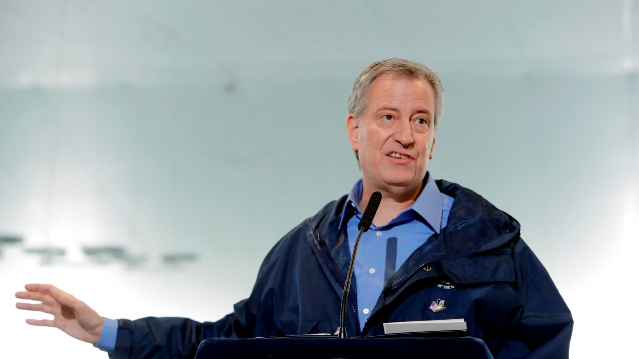 Out-of-towners 'fermenting unrest' with police: de Blasio