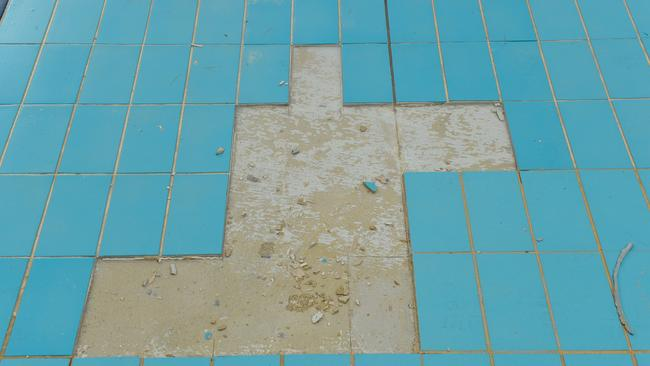 It's tipped it'll cost $73,000 to replace the 600 tiles that have come loose from the pool. Picture: Roy Van Der Vegt/AAP