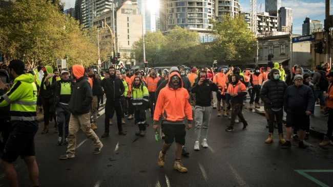 Victoria lockdown: Construction industry forced into two week 'rest' to slow COVID-19 transmission