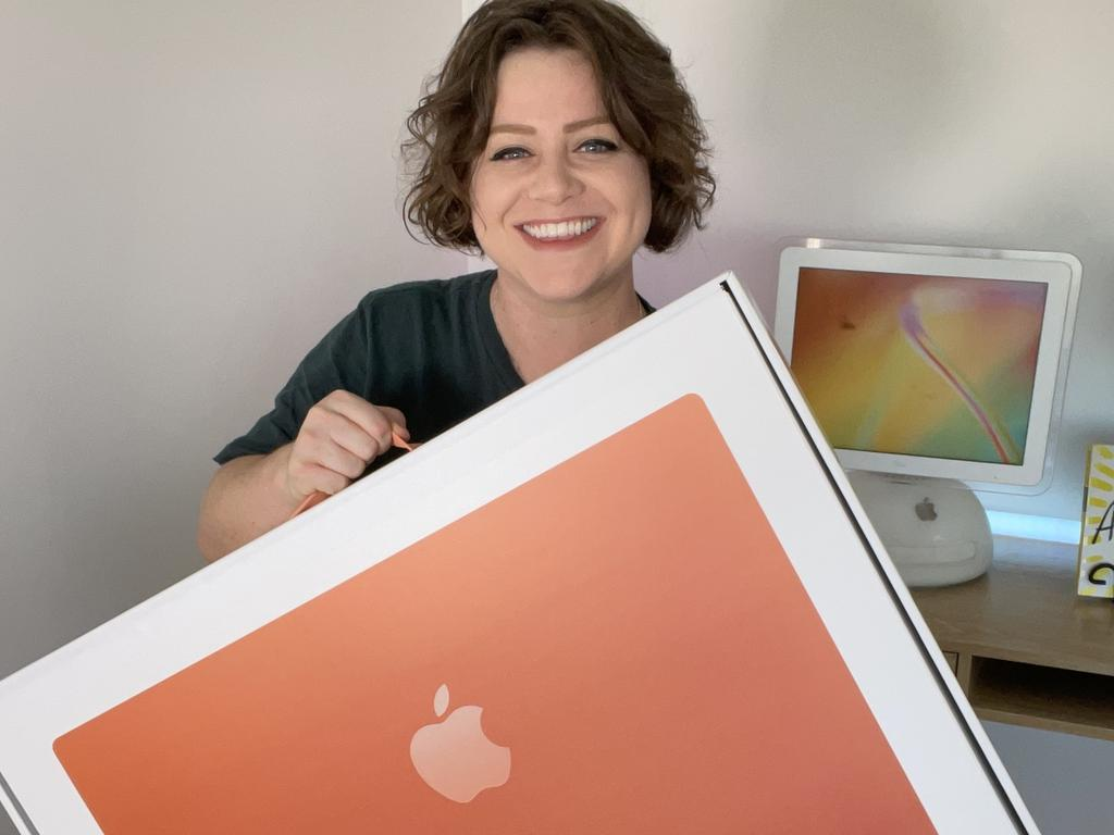 Elly Awesome chose the orange colour for her new iMac.