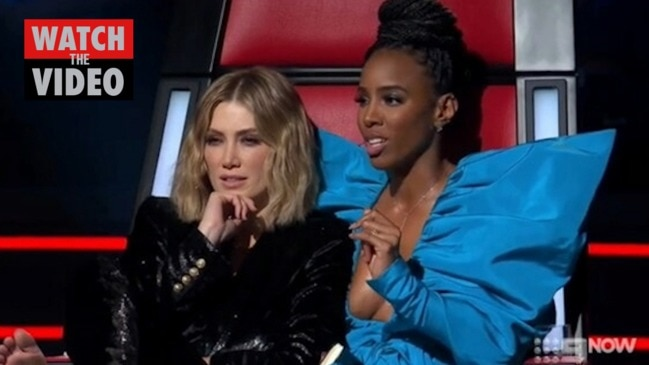 Kelly Rowland cracks it over contestant's comment (The Voice)