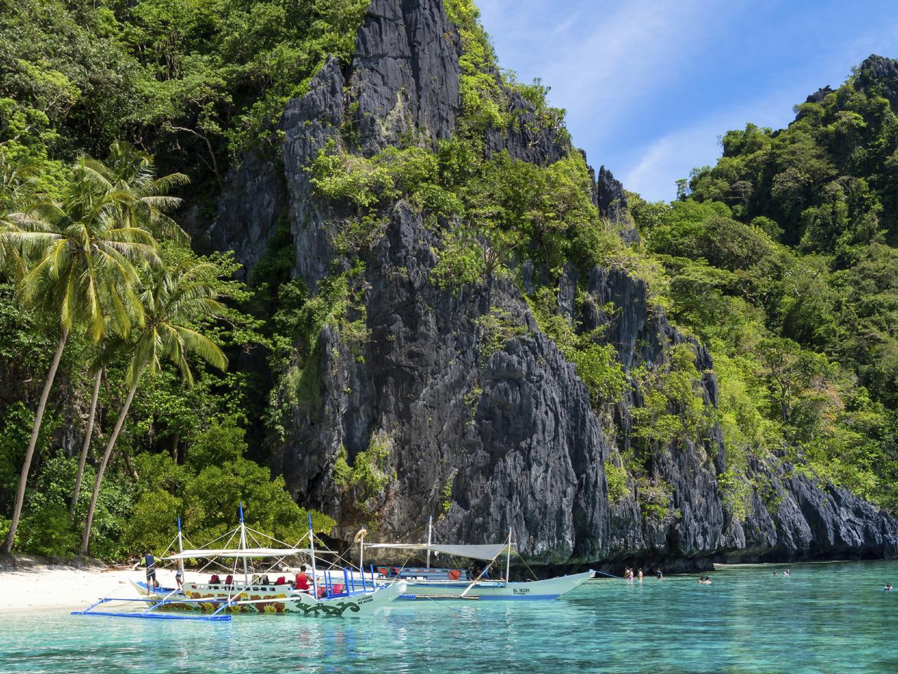Small beach in El Nido, Palawan - Philippines