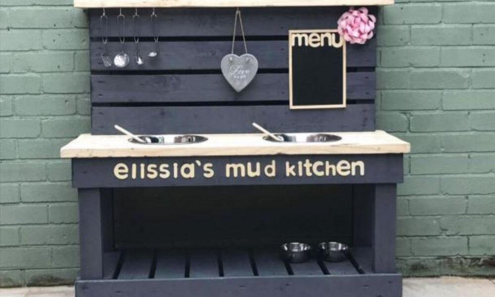 Admirable Mums Diy Backyard Mud Kitchen Using Pallets Goes Viral Uwap Interior Chair Design Uwaporg