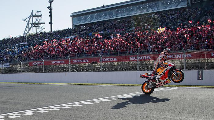 MOTEGI, JAPAN - OCTOBER 21: Marc Marquez of Spain and Repsol Honda Team cuts the finish lane anc celebrates the MotoGP victory and becoming the 2018 MotoGP champion at the end of the MotoGP race during the MotoGP of Japan - Race at Twin Ring Motegi on October 21, 2018 in Motegi, Japan. (Photo by Mirco Lazzari gp/Getty Images)