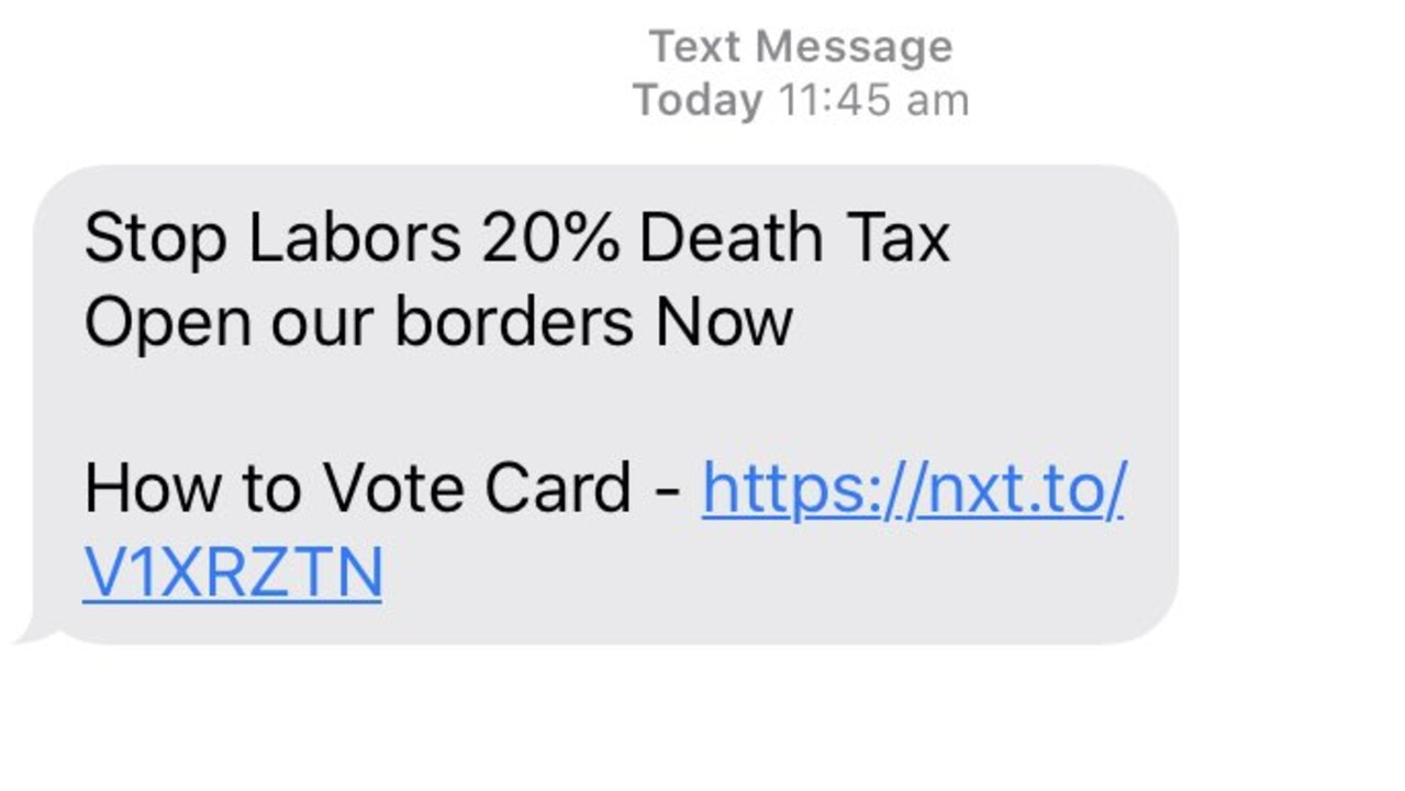 Clive Palmer texts infuriating Aussies. Picture: Twitter