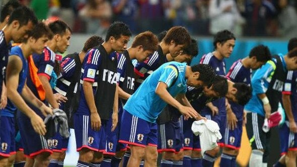 99c17bcbe The Japan players acknowledge the fans after being defeated by the Ivory  Coast 2-1 during the 2014 FIFA World Cup.