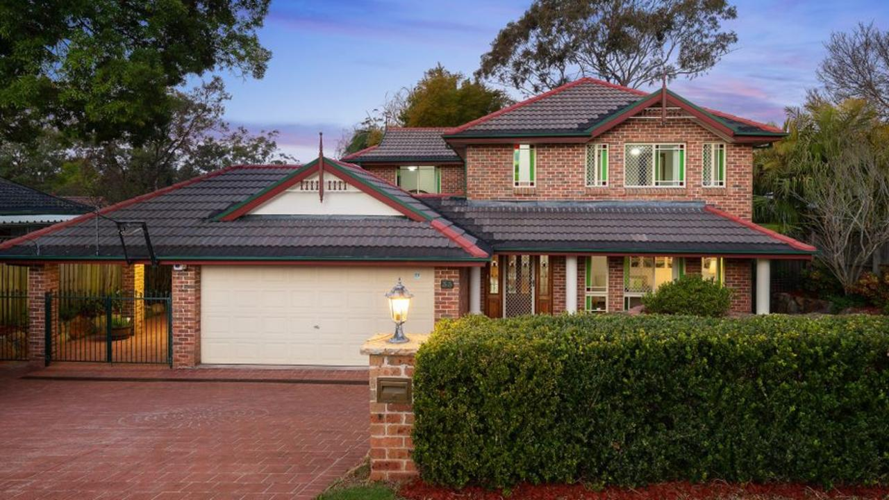 33 Woonona Ave, Wahroonga sold to a buyer who first inspected it 30 minutes before the auction.