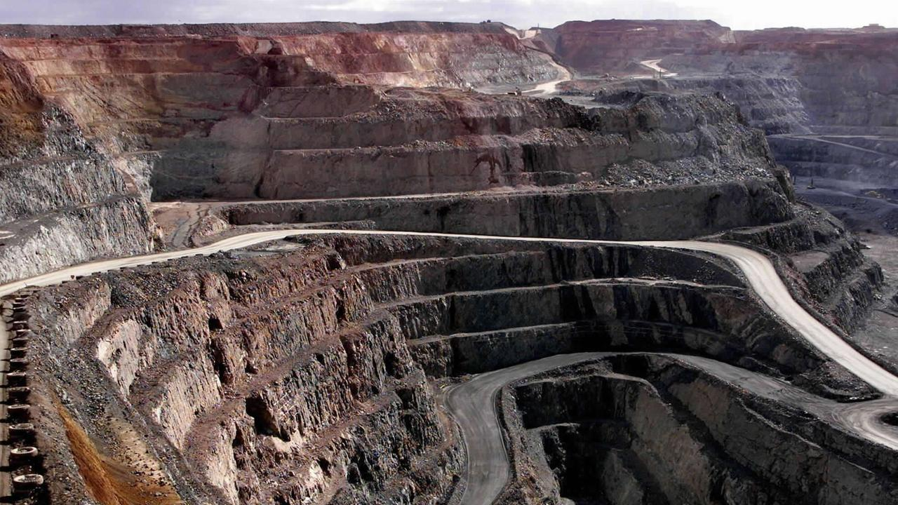 An overall view of the Super Pit at Kalgoorlie, 595 kms east of Perth, 05 June 2001.  Kalgoorlie's gold mining industry is now primarily centred around the Super Pit, an open-cut operation and Australia's largest gold mine, which treats ten million tonnes of ore annually, yielding 550,000 ounces (17 tonnes) of gold valued at 225 million dollars.  Irish prospector Paddy Hannan's discovery of gold in 1893, led to the founding of the world famous Golden Mile and the twin towns of Kalgoorlie and Boulder.  AFP PHOTO/Greg WOOD. p15 An overall view of the Super Pit at Kalgoorlie, 595 kms east of Perth, 05 June 2001.  Kalgoorlie's gold mining industry is now primarily centred around the Super Pit, an open-cut operation and Australia's largest gold mine, which treats ten million tonnes of ore annually, yielding 550,000 ounces (17 tonnes) of gold valued at 225 million dollars.  Irish prospector Paddy Hannan's discovery of gold in 1893, led to the founding of the world famous Golden Mile and the twin towns of Kalgoorlie and Boulder.  AFP PHOTO/Greg WOOD.