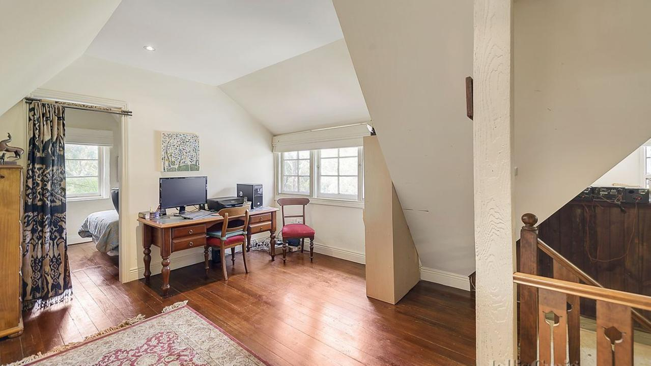 The two-bedroom property was designed by renowned builder John Harcourt.