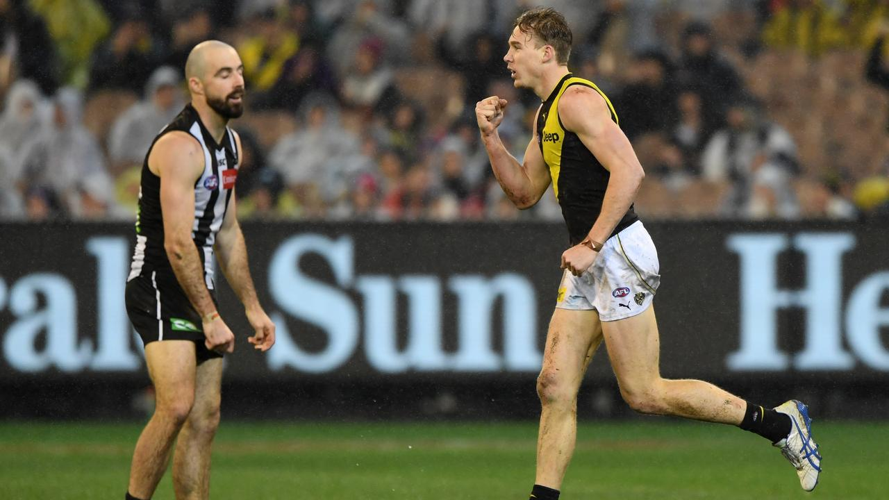 This picture about sums it up for Richmond and Collingwood. (AAP Image/Julian Smith)