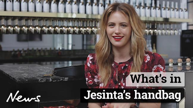 Whats in Jesintas handbag