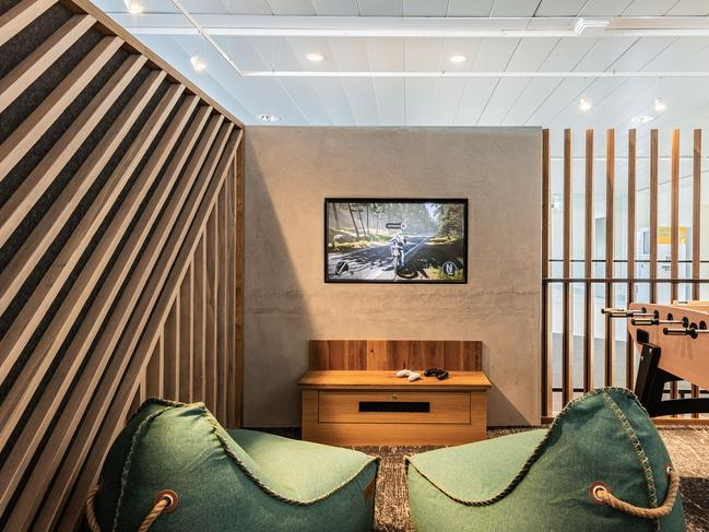 Although it's not an official Virgin Australian Lounge, entry is free for the airline's business class guests, Platinum and Gold members as well as lounge members travelling to New Zealand, who will get priority access, especially during peak periods, over other passengers.
