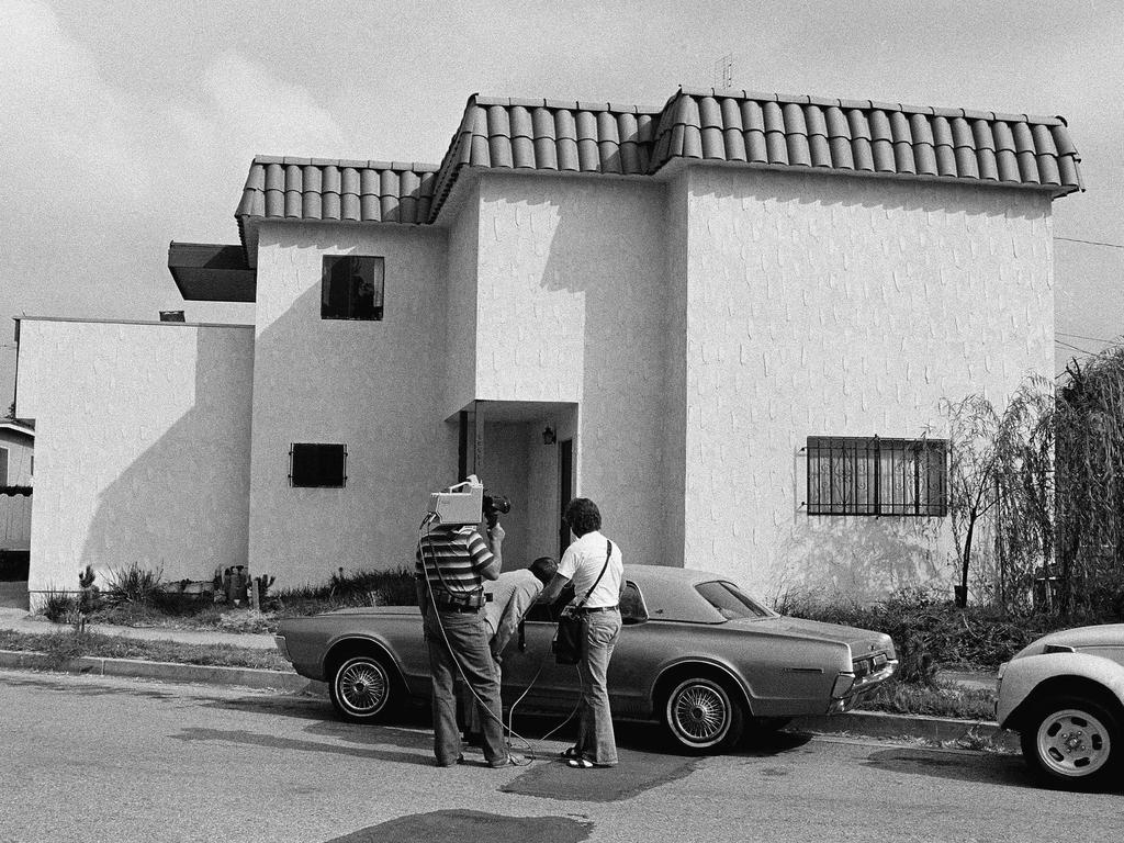 A news crew examines Dorothy's car outside of the apartment where her and Paul Snider's bodies were found.