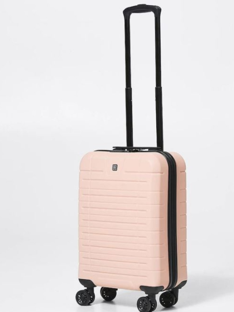 The super chic Mouv hard large suitcase in blush.