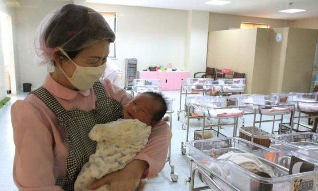 Why Chinese mothers are 'confined' for a month after birth