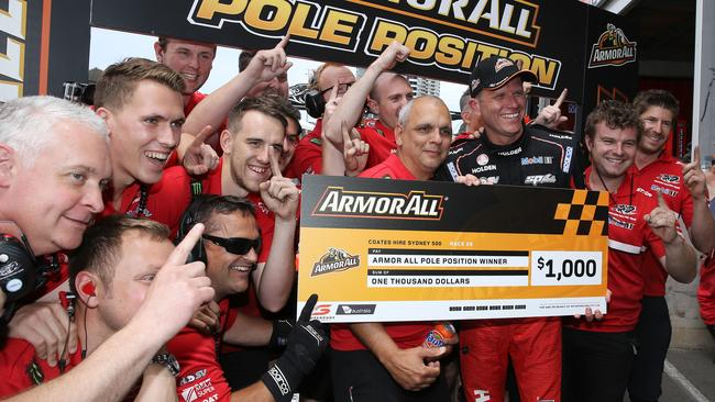 Tander celebrates with crew after claiming Top Ten Shootout. Pic: Tim Hunter.