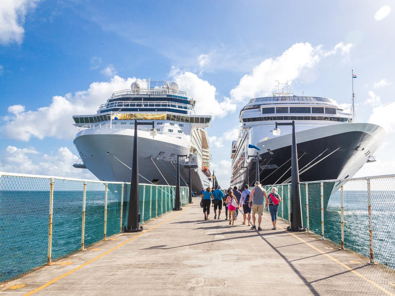 Cruise passengers return to cruise ships