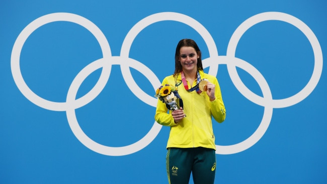 Kaylee McKeown poses with her first Olympic gold medal after winning the Women's 100m Backstroke Final at the Tokyo 2020 Olympic Games. Photo: Tom Pennington/Getty Images