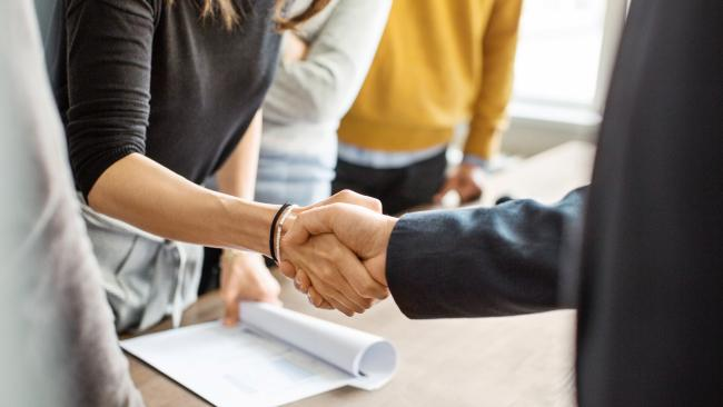 13/18 Shake hands Whether it's a business meeting or social occasion, a firm handshake is one of the most popular ways to greet someone. Singaporeans may also bow slightly as they shake your hand. If that's the case, reciprocate the bow.