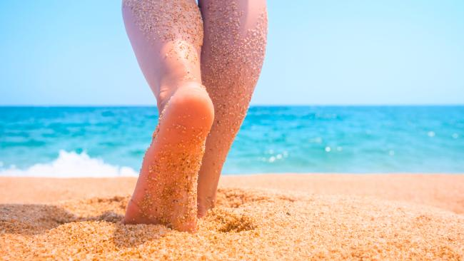 5/10Don't wander off In the nude, that is. Many areas at nudist beaches require clothing, including parking lots, cafes, shops, and so on. Consult any posted signs regarding clothing-required venues and follow them closely.