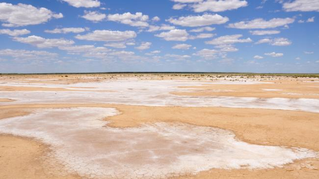 4/7 Kati Thanda – Lake Eyre Distance from Adelaide: 750 kilometres Though it appears as a huge patch of blue on most maps, Australia's largest lake is usually dry. Viewed from up close, the glistening white surface of this immense saltpan seems to stretch out forever and only enhances the deep red colour of the surrounding desert. But when the waters arrive every few years, it's a different scene as millions of birds fly in to feast on the fish that suddenly appear, while boaties arrive from even further afield to take part in regattas organised by the Lake Eyre Yacht Club.