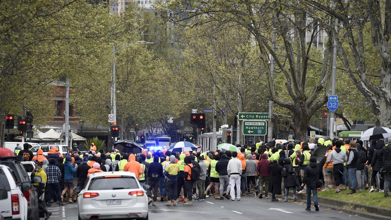 Hundreds of workers gathered outside the CFMEU to protest mandatory vaccinations. Picture: NCA NewsWire/Andrew Henshaw